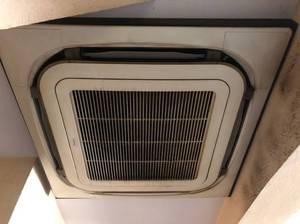 業務用エアコン洗浄の費用ってどれくらいかかるの?